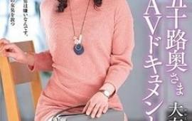 Slender Japanese mature Ootomo Izumi shows off her banging skills