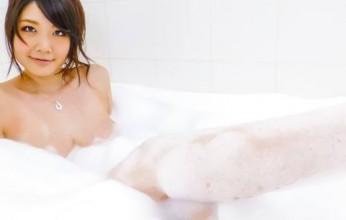 Rie Tachikawa takes a bath in amateur asian sex videos